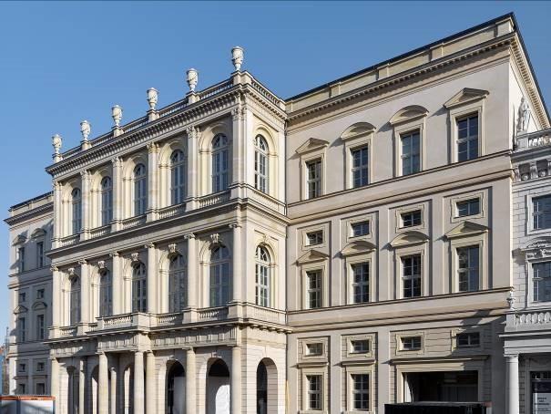 Frontansicht Museum Barberini, Blick vom Alten Markt in Potsdam