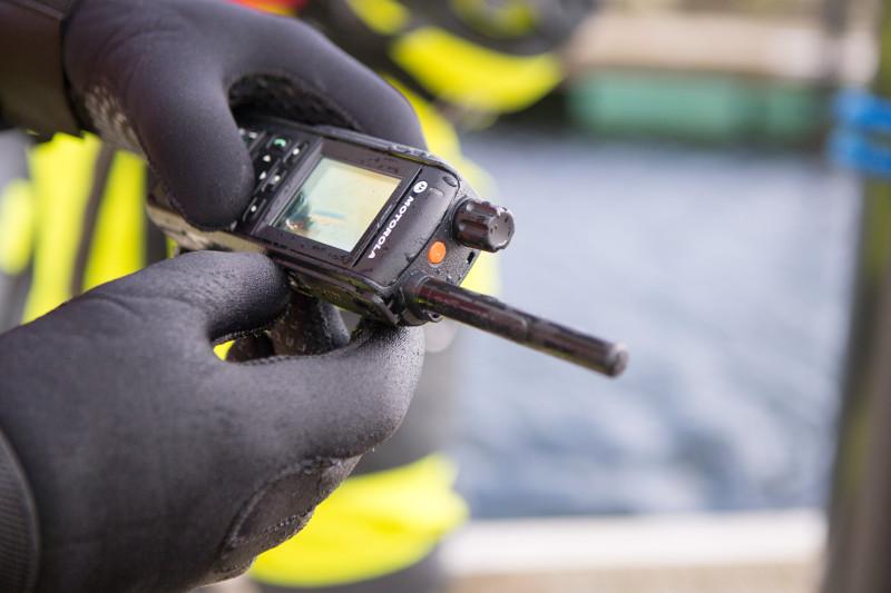 handsprechfunkgeraet-motorola-feuerwehr-einsatz